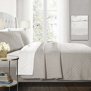 Ava Diamond Gray Oversized King Three-Piece Quilt Set