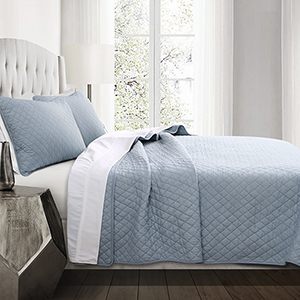 Ava Diamond Blue Oversized Full/Queen Three-Piece Quilt Set