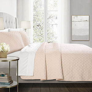 Ava Diamond Blush Oversized King Three-Piece Quilt Set