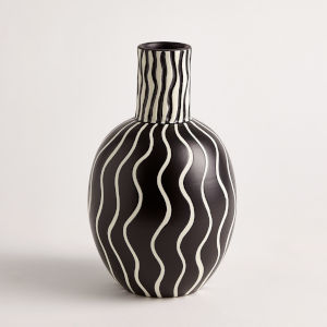 Black and White 7-Inch Graphic Gourd Vase