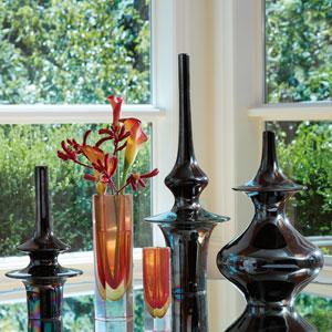 Minaret Medium Black Vase