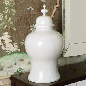 Williamsburg White Large Beaufort Ginger Jar