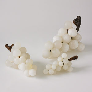 Bella Alabaster Medium Grapes