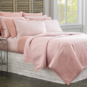 Diamond Lattice Blush Twin Quilt