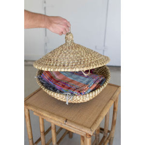 Beige Round Seagrass Basket with Lid and Clasp