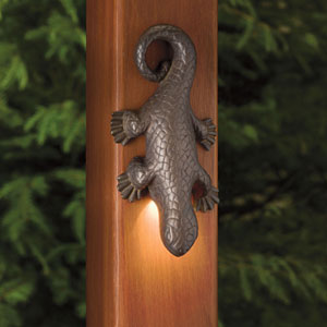 Oak Trail Olde Bronze Seven-Inch One-Light Landscape Lizard Deck Sconce