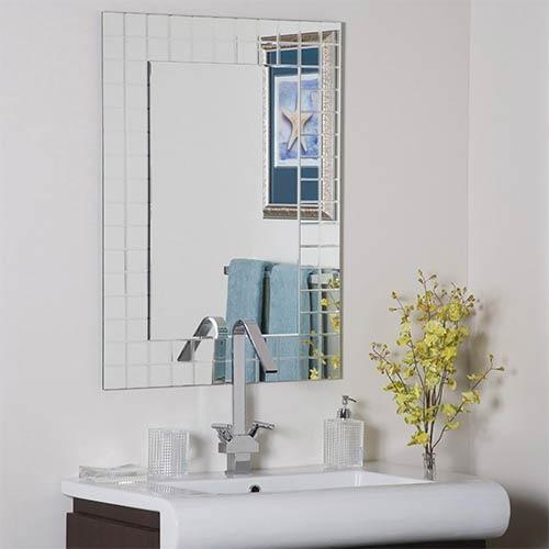 Decor Wonderland Mischa Modern Mirror