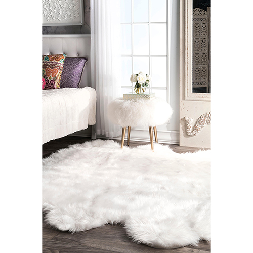 Deonna Faux Sheepskin Sexto Shaggy White Rectangular: 5 Ft. 3 In. x 6 Ft. Rug