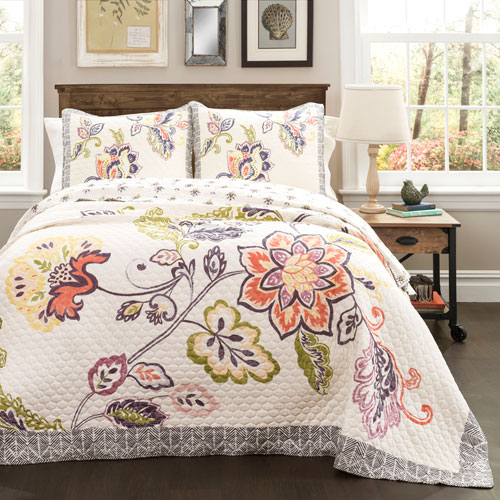 Aster Coral and Navy Three-Piece Full/Queen Quilt Set
