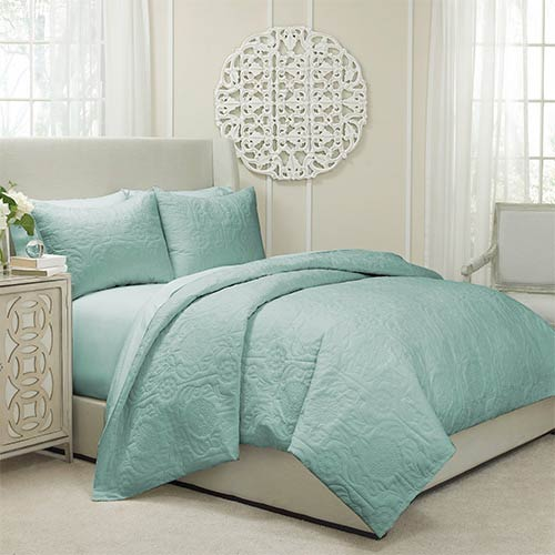 Vue Barcelona Spa Three-Piece Queen Quilted Coverlet and Duvet Set