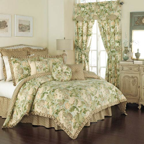 Garden Glory Four-Piece Queen Comforter Set