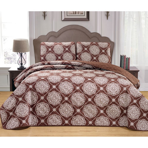 Kennelly Chocolate Full/Queen Three-Piece Bedspread Set