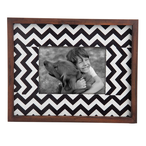 Foreside Home and Garden Chevron Wood 5 x 7 in. Picture Frame
