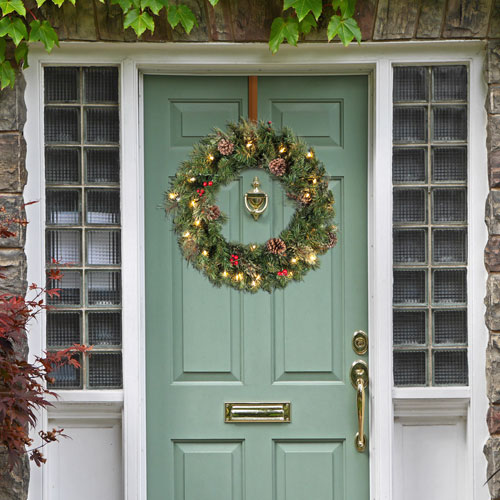 24-inch Christmas Wreath with 35 Ul-Rated Lights